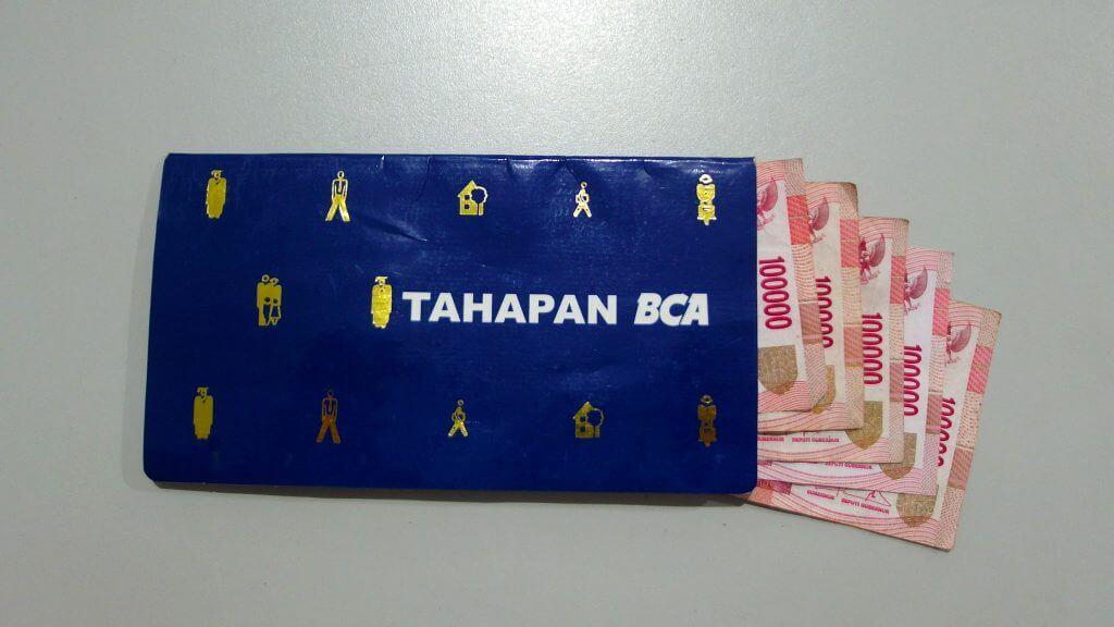 Buku Tabungan Rekening Tahapan BCA dan Uang Setoran Awal