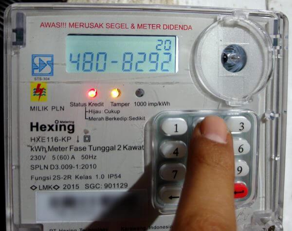 Memasukkan kode token lengkap 20 digit pada meteran listrik Hexing