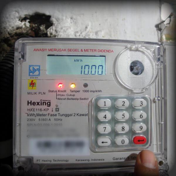Tampil angka 10 sebagai setelan - Mengubah batas minimal kWh untuk alarm pada meteran listrik prabayar