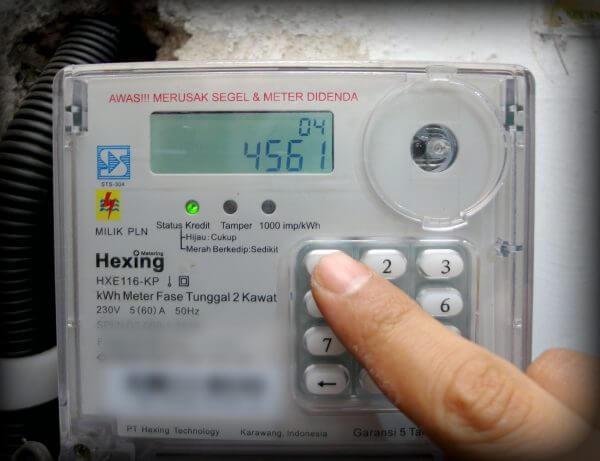 Tekan angka 4561 - Menekan 4 digit kode perintah pada kWh meter listrik prabayar
