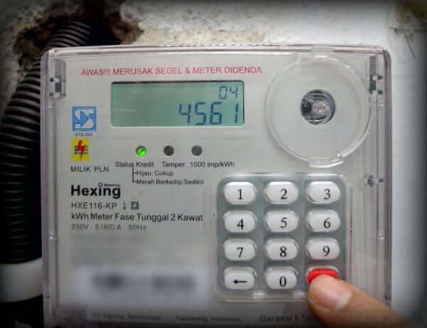 """Tekan tombol """"Enter""""- Menekan 4 digit kode perintah pada kWh meter listrik prabayar token"""