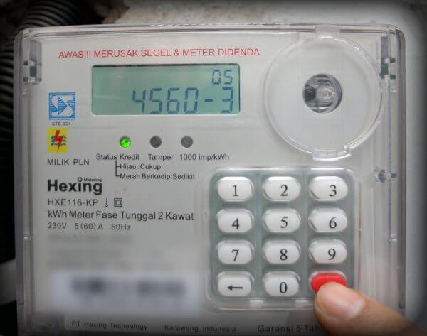 """Tekan """"Enter"""" (ubah batas kWh minimum untuk alarm pada meter listrik prabayar)"""