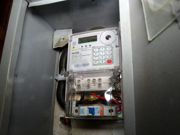 Meteran listrik prabayar PLN di rumah