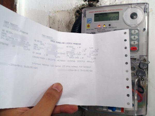KWh meter merek Hexing HXE116KP akan diisi kode token