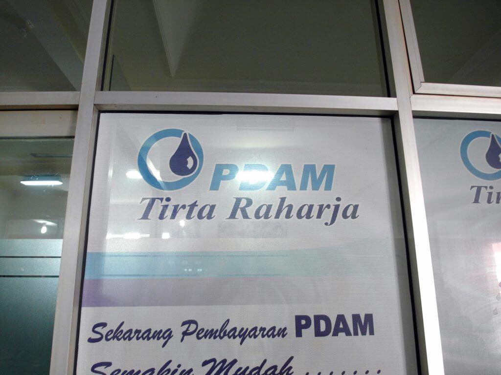 Pintu masuk kantor PDAM Tirta Raharja Cimahi