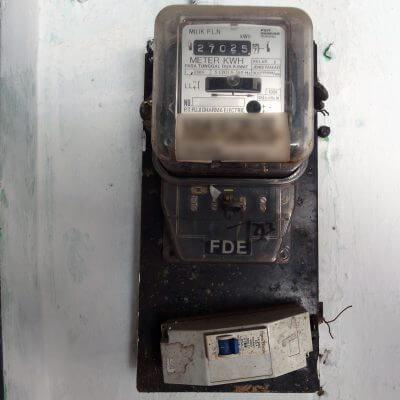 MCB lama (900 VA), sebelum penambahan daya listrik