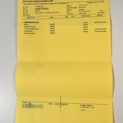 Lembar surat hasil laboratorium untuk pemeriksaan narkoba dari Rumah Sakit Umum Daerah Cibabat, Kota Cimahi.